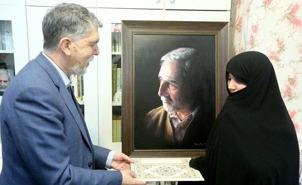 وزیر ارشاد با خانواده زندهیاد امیرحسین فردی دیدار کرد