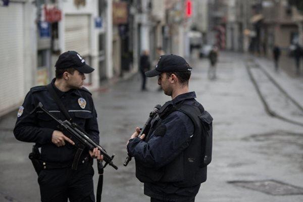 حمله زندانی فراری با سلاح سرد در استانبول/ 9 نفر زخمی شدند