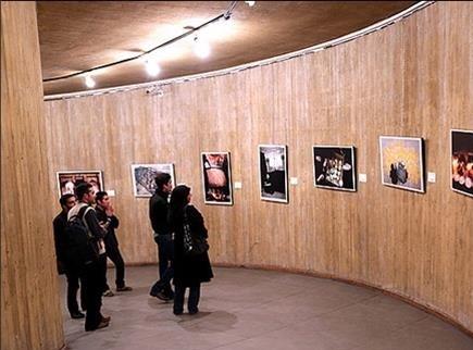 نمایشگاه عکس بازدید هاشمی رفسنجانی از باغ فدک در ایستگاه متروی فدک برگزارشد