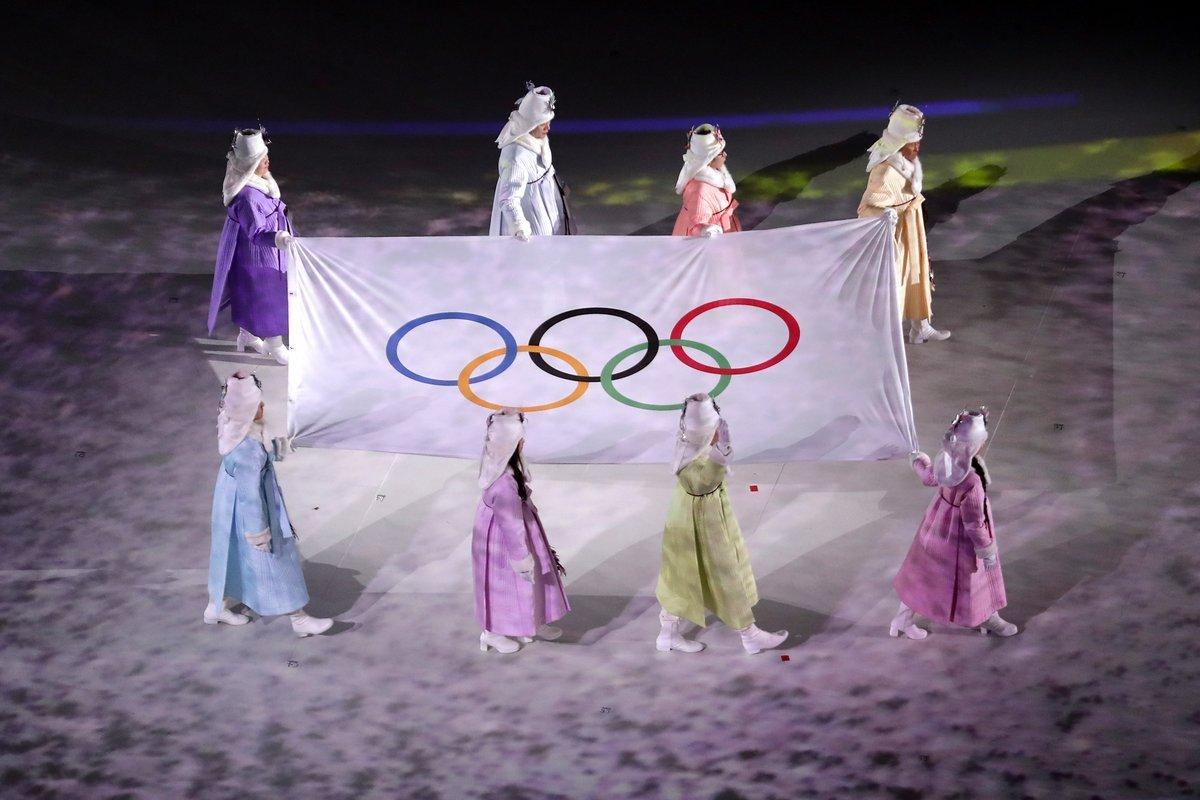 ورزشکاران ایرانی گوشی های خود را دریافت کردند +عکس