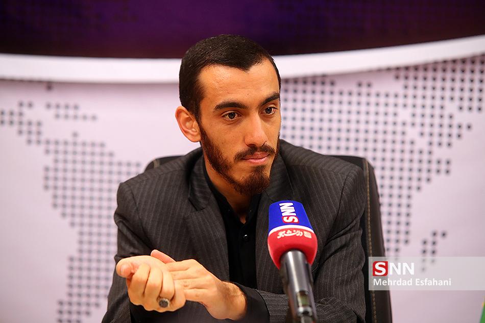 مداحی انقلابی باید ماموریت محور باشد/ از کارهای دولتی گریزانم/ انقلابی گری چوب نیست!
