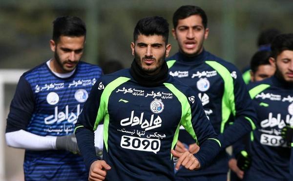 مدافع استقلال راهی تهران می شود