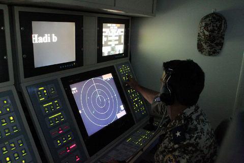 پرتاب موشک قدیر از یگان شناور/ شلیک موشک برد کوتاه نصر/ عملیات ترکیبی مین روبی + عکس