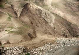 رانش کوه در مسجد سلیمان/ تخریب خانه های مسکونی و مصدومیت ۲ تن