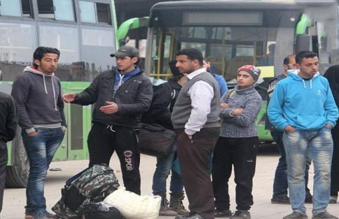 افراد زخمی در ازای خروج عناصر «النصره» از اردوگاه «الیرموک» از «فوعه» خارج می شوند