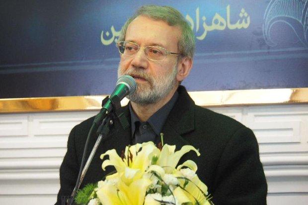 تضعیف ریشه های انقلاب خیانت است/ تروریسم در منطقه پایان نیافته است