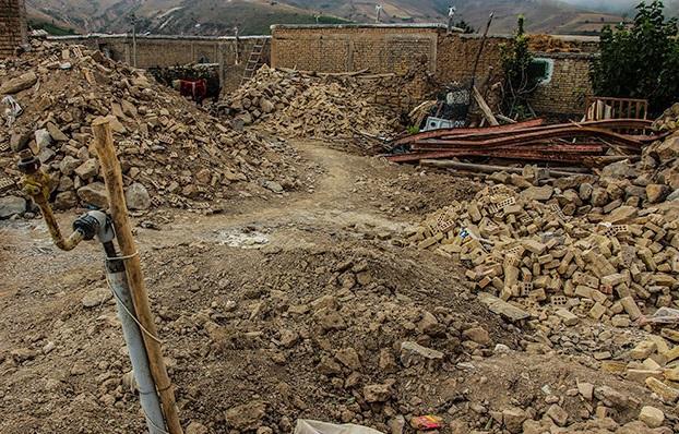 وعده کمک استانداری به مناطق زلزلهزده فقط در حد حرف بود!/ حضور گروههای جهادی در روزها و ماههای پس از زلزله گرهگشا بود