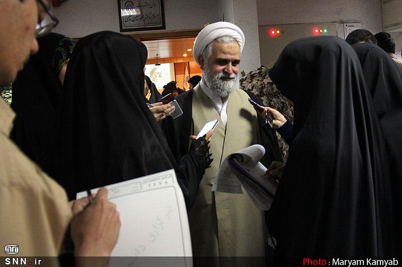 دختران در «دفتر تحکیم» چه میکنند؟/ از تسخیر سفارت تا تسخیر تشکیلات