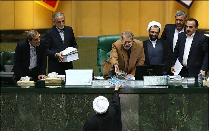 چرا دولت روحانی پرخرجترین دولت تاریح ایران است؟/ سهم عمران از بودجه: فقط دو درصد!