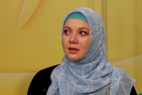 مستند/ دیناره، تنها مجری محجبه روسیه
