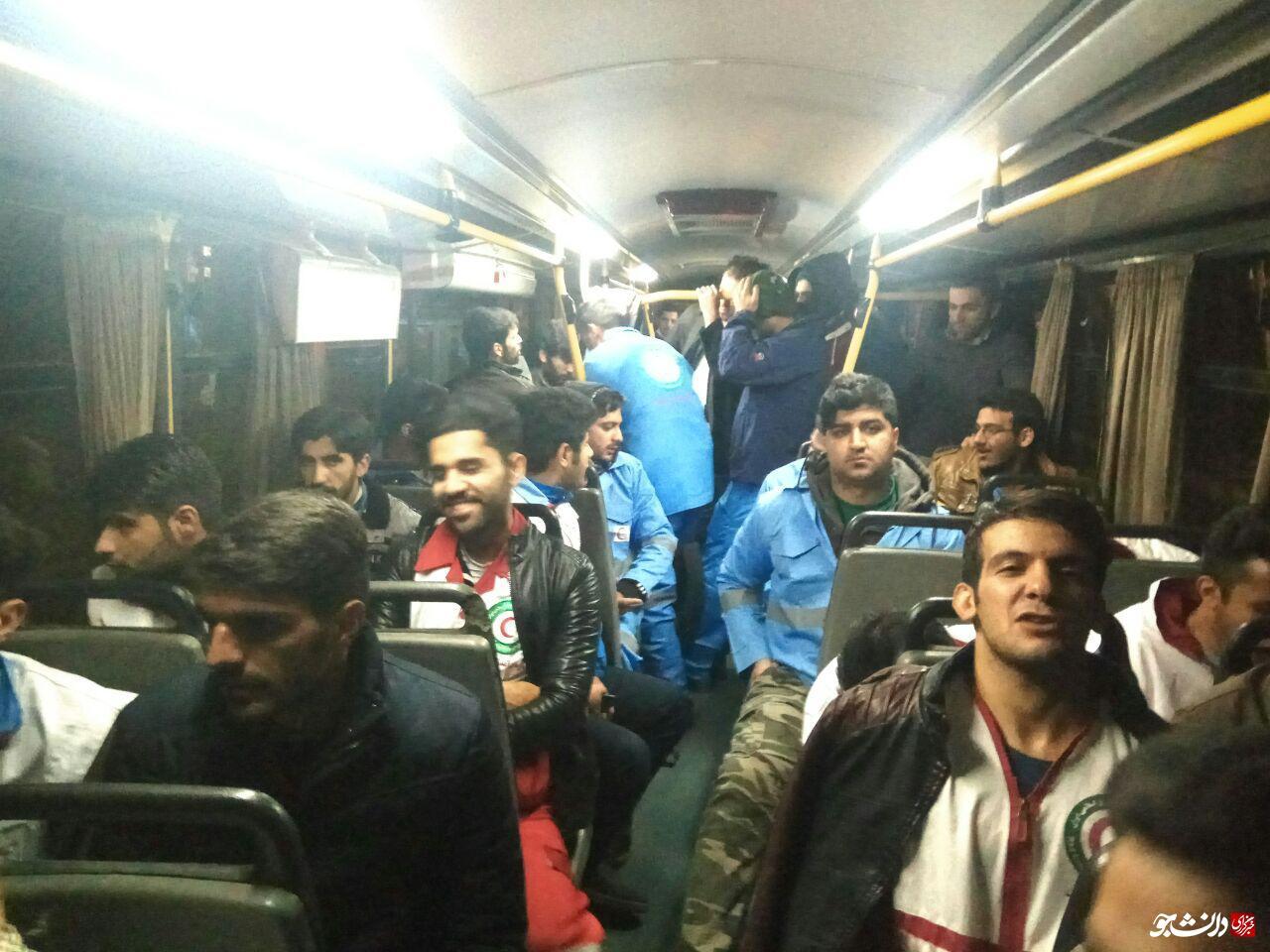 46 نفر از دانشجویان دانشگاه رازی برای کمک به زلزلهزدگان کرمانشاه اعزام شدند+تصویر