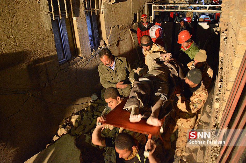 از خوابگاهیانی که شب زلزله در چادر ماندند تا مسئولینی که راحت خوابیدند!/ دانشجویان جهادی در صف اول کمکرسانی به هموطنان کرمانشاهی