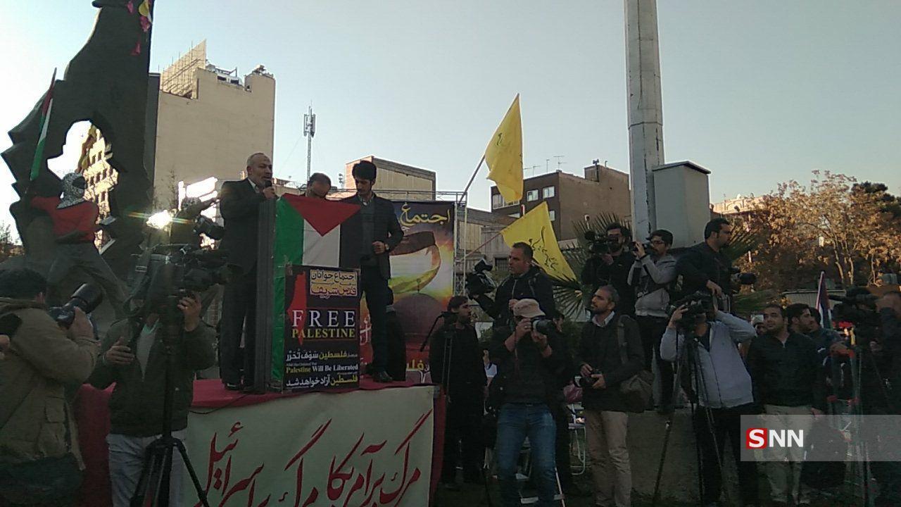 جمهوری اسلامی باید دستهای صهیونیستها را از اقتصاد ایران قطع کند!
