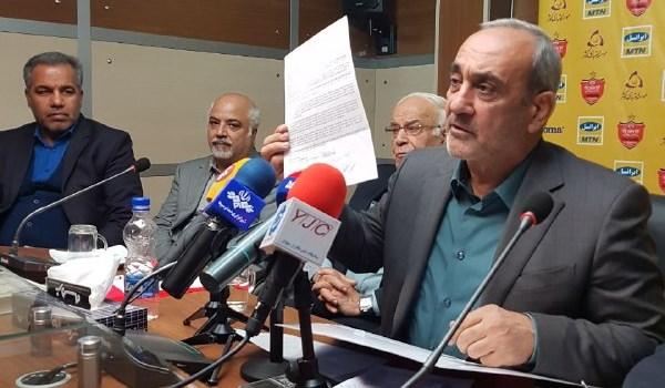 گرشاسبی توافق نامه با ریزه اسپور را به خبرنگاران نشان داد/ پایان بحران+عکس