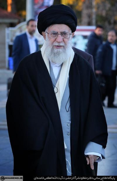 رهبر انقلاب اسلامی در مرقد امام خمینی(ره) وگلزار شهدا حضور یافتند +تصاویر