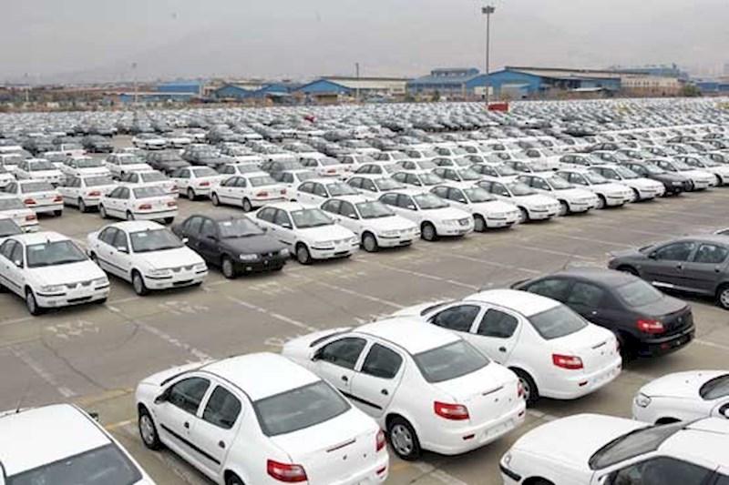 مشاور مدیرعامل ایرانخودرو: گرانی خودرو طبیعی است!/ میخواهند خودروسازی را زمین بزنند
