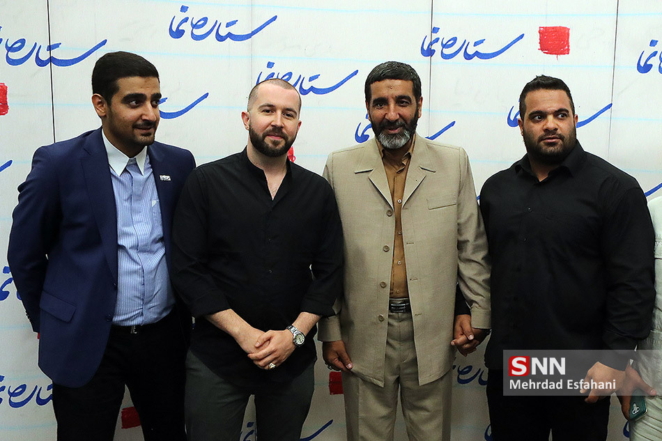 عکس یادگاری خواننده زیرزمینی با حاج حسین یکتا