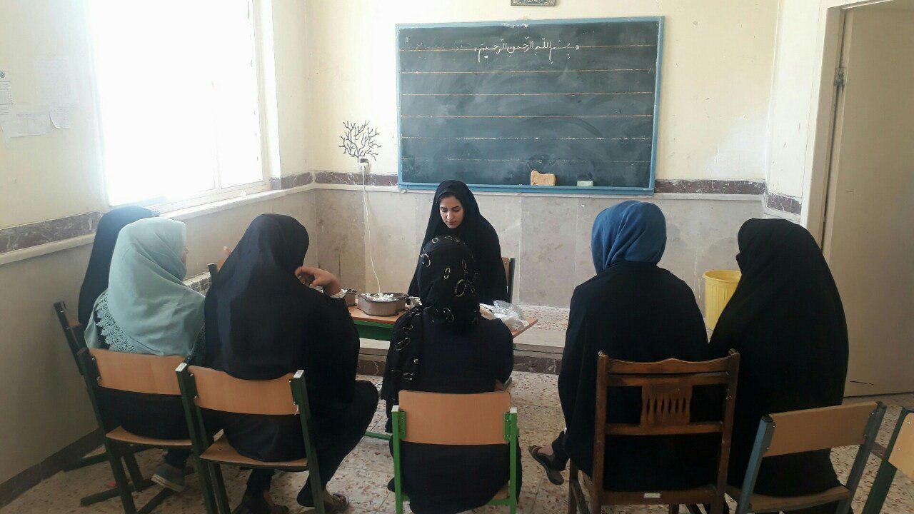 اسماعیلی در گفتگو با دانشجو خبر داد تلاش دانشجویان ایلامی برای حل مشکلات مردم روستا/ از ویزیت رایگان بیماران تا برگزاری برنامههای فرهنگی