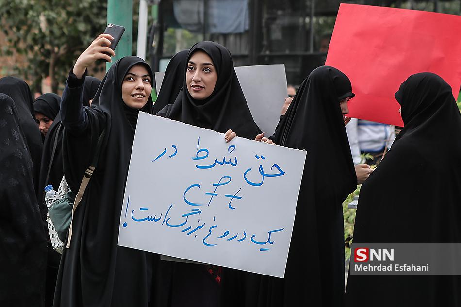 عقدهگشایی روزنامه رسمی دولت علیه دانشجویان/ «عصا به دست» دانشجویان هستند یا شما پیرمردها؟