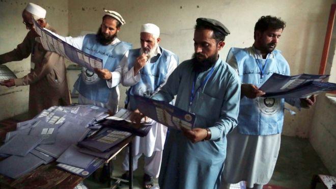 رئیس کمیسیون انتخابات افغانستان اعلام کرد شمارش 80 درصد آرای انتخابات پارلمانی افغانستان