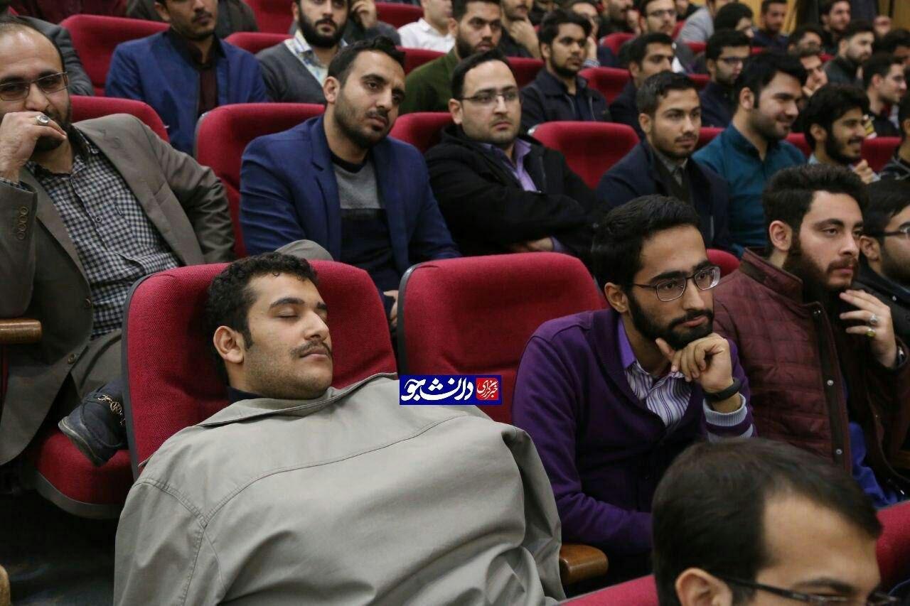 حاشیههایی از مراسم روز دانشجو که دیده نشد/ از تبعیض و سانسور دانشجویان انقلابی تا خواب عمیق یک دانشجو!