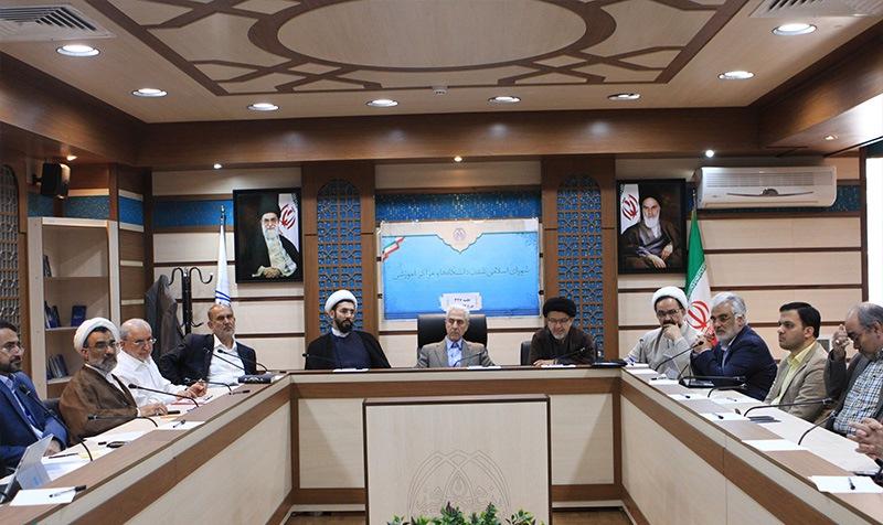 طهرانچی: پاسخ دانشگاه آزاد به نیازهای جامعه باید سریع و به روز باشد/ شریعتی نیاسر: رشتههای بدون متقاضی دانشگاه آزاد باید حذف شوند