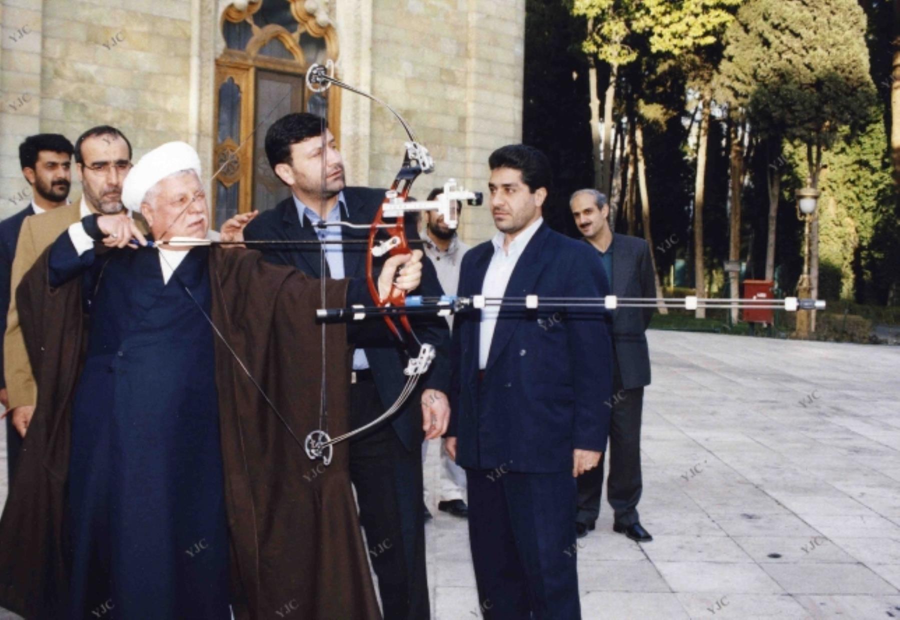 تکرار اشتباه تلخ هاشمی رفسنجانی توسط روحانی/ پای کارشناسان صندوق بینالمللی پول دوباره به ایران باز شد