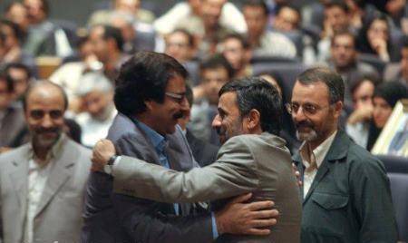 ضرب و شتم خواننده مشهور به خاطر احمدی نژاد! + عکس