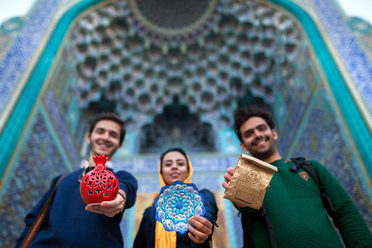 ۲۰ هزار فرصت شغلی در ۶۰۰ نقطه کشور محصول خلاقیت نخبگان جوان/ 'باسلام' پل فروش اینترنتی صنایع دستی و خانگی