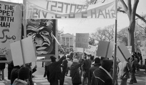 تیتر شنبه/ روایت بیداری دانشجویان از میدان انقلاب تا کاخ سفید/ بازخوانی نقشآفرینی دانشجویان بورس خارج از کشور در ایجاد انقلاب اسلامی!
