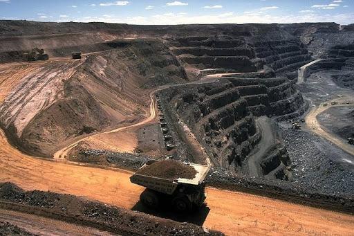 ابراهیمی: ۵ هزار معدن کوچک غیر فعال است/ ایران روی کمربند طلا و مس/ شکوفایی معادن لنگ ماشین آلات و قطعات