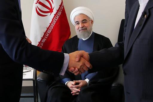 مردی با «حرفهای متناقض» وعده میدهد / روحانی: والله العظیم اگر مشکلات راهحلی نداشت، کاندیدا نمیشدم