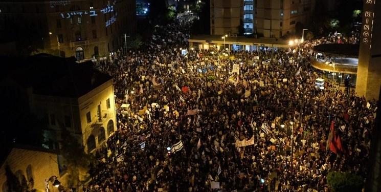 1117666 180 » مجله اینترنتی کوشا » تظاهرکنندگان در قدس اشغالی خواستار استعفای نتانیاهو شدند/مخالفان نتانیاهو: مردم در ورطه سقوط هستند، نتانیاهو در فکر تفریح در ابوظبی 1