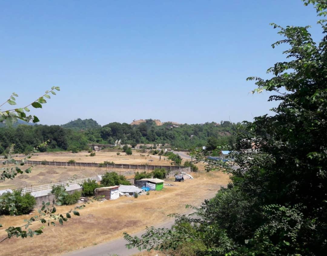 نگرانی مردم کومله از بهربرداری بی رویه از تپه کندزر/ تخریب محیط زیست با مجوز های قانونی!