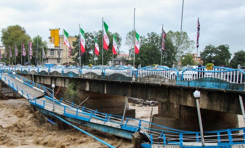 آخرین وضعیت مناطق سیل زده گیلان و تلاش جهادگران برای کمک به سیل زدگان/ احتمال تخریب پل اصلی تالش و سخت شدن امدادرسانی