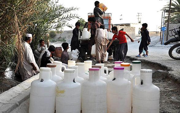 تیتر پنجشنبه // مرثیه سرایی برای کم آبی سیستان و بلوچستان انتها ندارد / مردمی که از آب چهارپایان مینوشند!