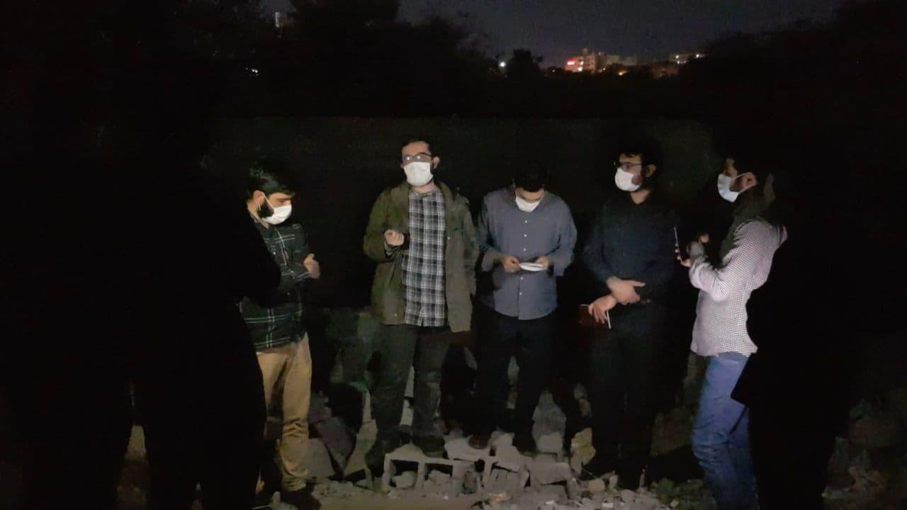 ویژه برنامه بسیج پابرهنگان در محل آلونک تخریب شده مادر هرمزگانی برگزار شد