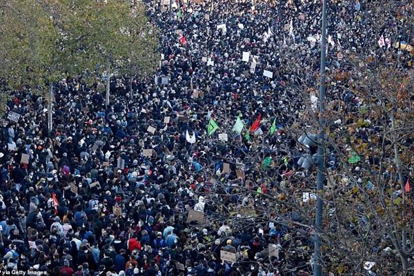 جنگ خیابانی در فرانسه / اعتراضات گسترده در ۷۰ شهر +فیلم