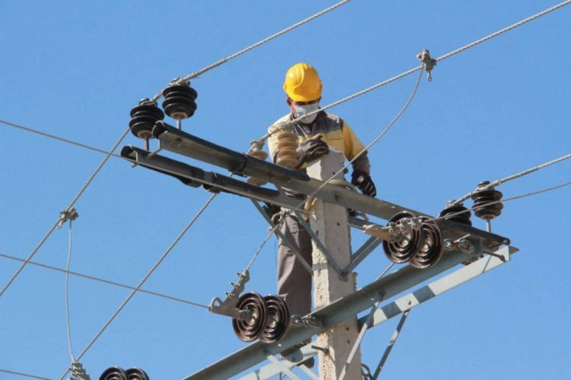 نوسازی شبکه برق 560 روستا / بهسازی شبکه 10 هزار روستا طی امسال