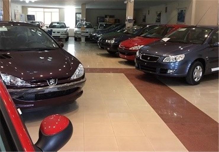 افت قیمت بازار علیرغم گرانی نرخ کارخانهای خودرو / شنای خودروسازان خلاف جهت ارز