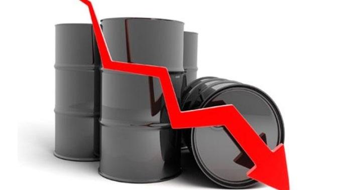 کاهش قیمت نفت با افت تقاضا در جهان