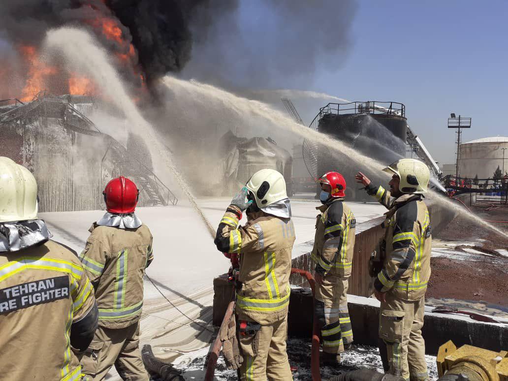"""ماجرای فداکاری آتش نشانها در پالایشگاه تهران+ تصاویر/""""شهید خدمت"""" محسوب شدن، تنها یک حمایت تشریفاتی بیفایده است"""