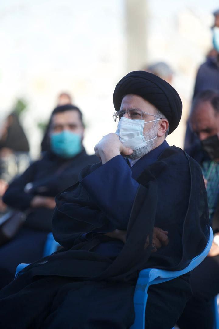 رئیسی در جمع عزاداران صادق آل محمد (ص) در میدان امام حسین (ع) حضور یافت