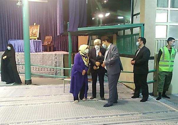 حضور عارف و همسرش در حسینیه جماران