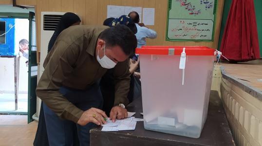 ارتباط زنده تلوزیون اینترنتی دانشجو با خبرنگار خبرگزاری دانشجو در ستاد انتخابات وزارت کشور