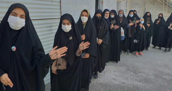 فیلم/ حواشی پیش آمده در حسینیه ارشاد میان طرفداران رئیسی و همتی