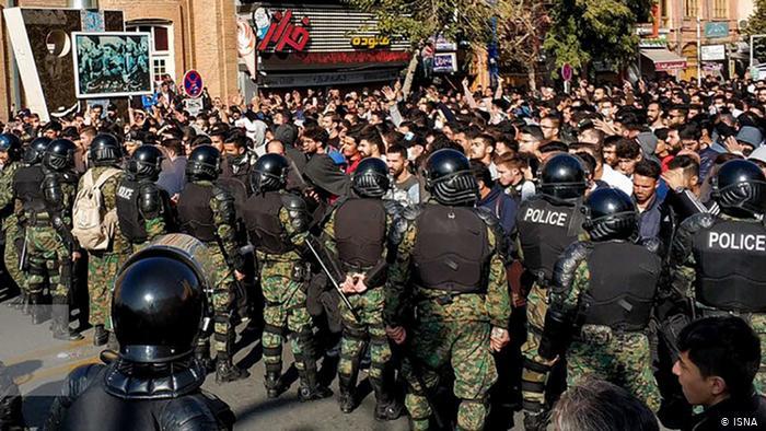 محل مشخص اعتراضات مردمی کجاست؟ / طرح الزام شهرداریها به تعیین مکان مناسب برای تشکیل اجتماعات اعتراضی به کجا رسید؟