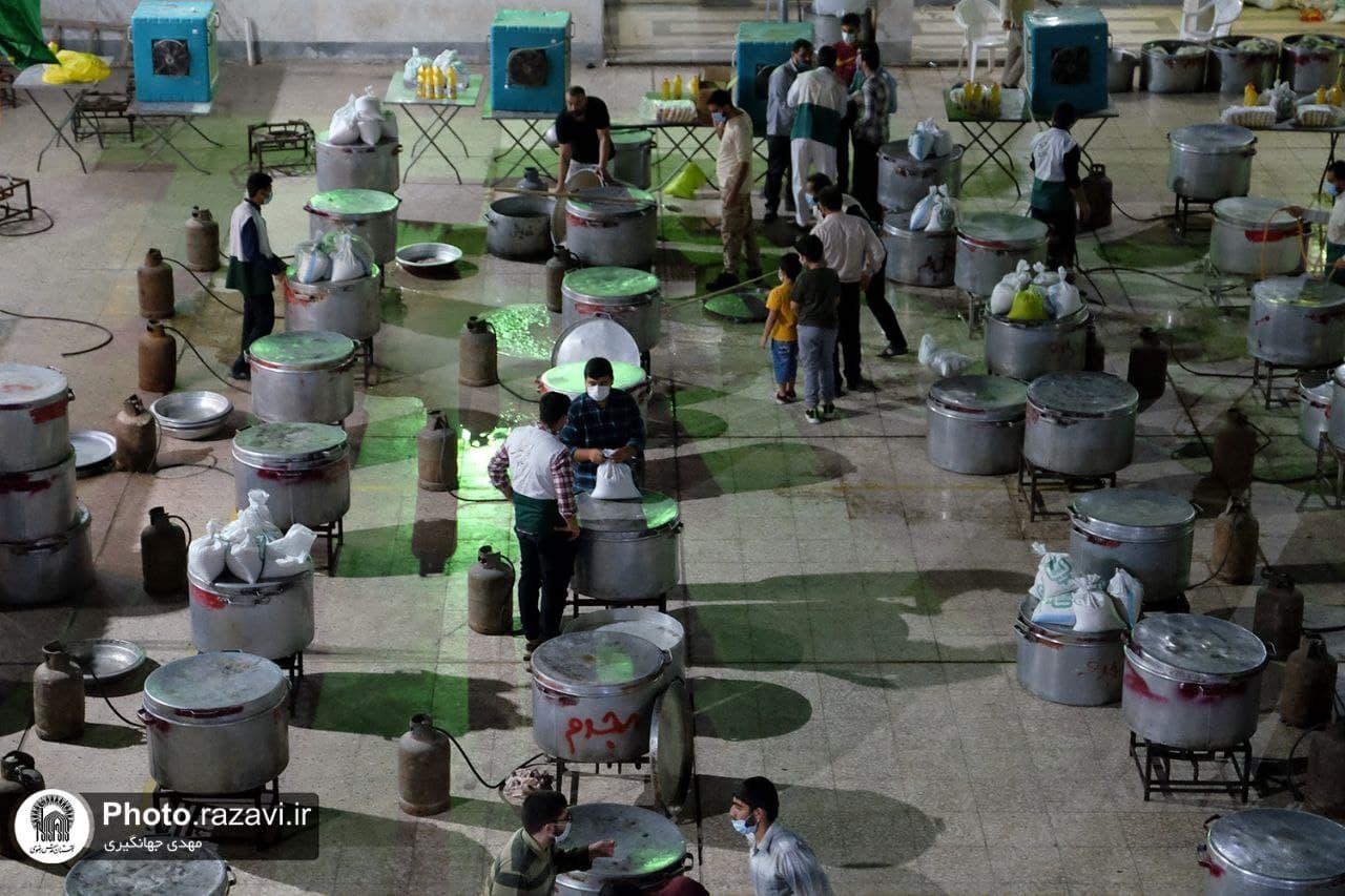 اطعام غدیر به همت خادمان رضوی / طبخ و توزیع یکمیلیون وعده غذای متبرک رضوی در سراسر کشور