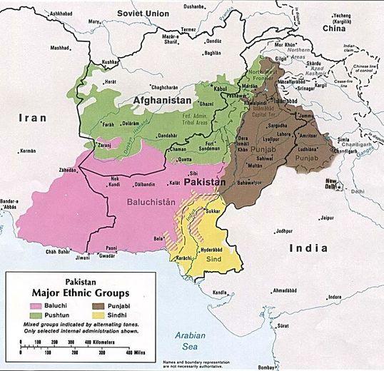 خط دیورند نام مرز بین افغانستان و پاکستان است. این خط مرزی مورد اختلاف بین دو کشور توسط یک انگلیسی به نام «مورتیمور دیورند» در سال ۱۸۹۶ ترسیم شده است. افغانستان معتقد است دیورند یک خط فرضی است و قلمرو افغان بزرگتر است. نکته جالب در اینجا نقش کثیف انگلیس است که همچون تقسیم بلوچستان بین سه کشور و تقسیم کردستان بین چهار کشور، در اینجا نیز پَشتونها را به دو نیم تقسیم کرده است تا همواره آتس درگیریهای مرزی و قومی همواره شعله ور باشد.